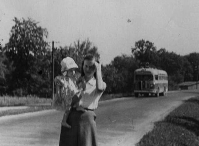 Автобус ЗіС-155 на міжміському маршруті у Щирці на Львівщині. Фото 1950-х рр.