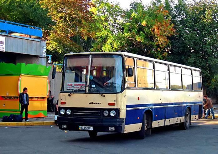 Автобуси «Ikarus 256» іще на початку 2010-х рр. курсували на міжнародних маршрутах Львівського АТП № 14631. Фото 2011 р.