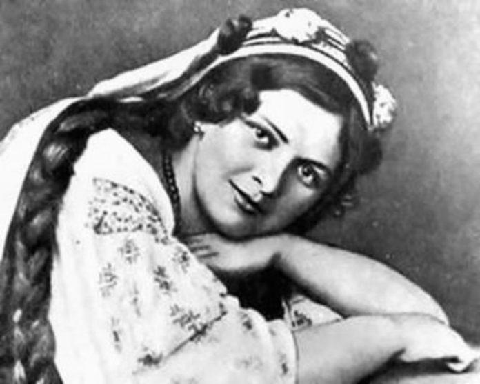 Оксана Петрусенко (1900-1940) – українська оперна і камерна співачка.