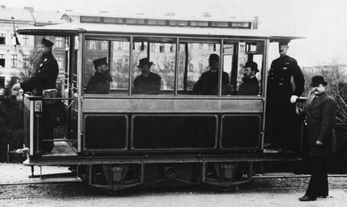 Електричний трамвай Сіменса у Берліні. 1881 р.