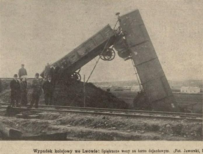 Наслідки залізничної аварії на Підзамче. Nowości Illustrowane, 1911 рік