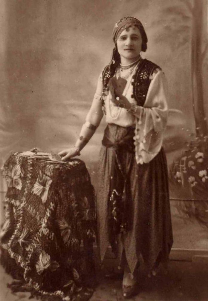Ніна Негребецька в ролі циганки Ази, 1930-і роки