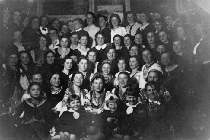 """""""Союз українок"""", 1930-і роки (у центрі – Парасковія Багрянівська)"""
