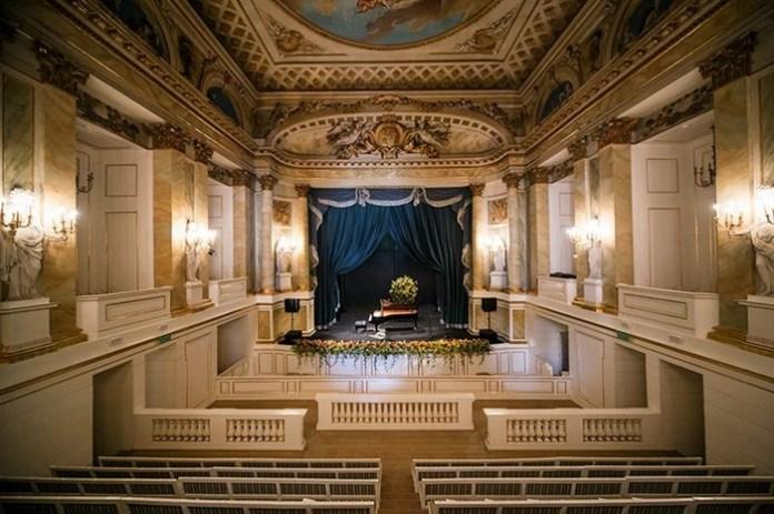 Королівський театр в Старій оранжереї в палаці в Лазєньках у Варшаві, де сяяла Любомирська. Сучасне фото