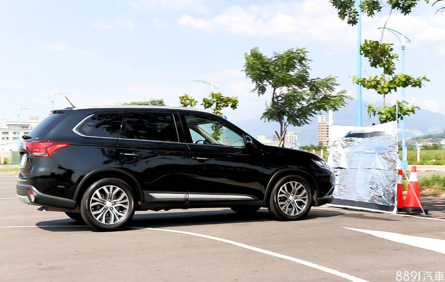 【圖】預防撞車的好幫手 主流SUV煞停輔助影音實測 - 試車文章 - 8891新車