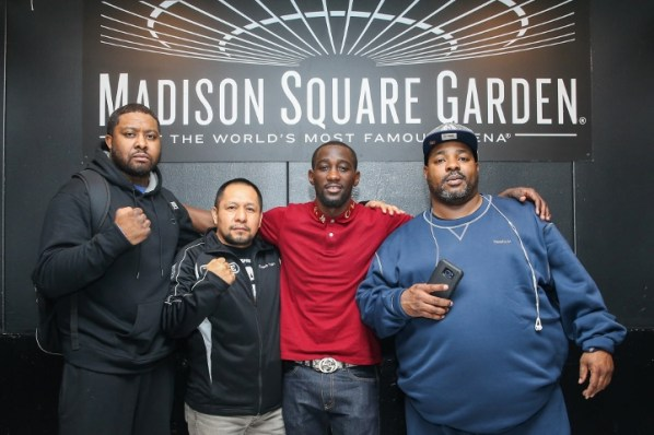 https://i0.wp.com/photo.boxingscene.com/uploads/crawford-diaz%20(1).jpg?w=598&ssl=1