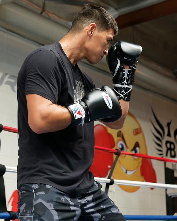 https://i0.wp.com/photo.boxingscene.com/uploads/dmitry-bivol%20(5)_4.jpg?w=598&ssl=1