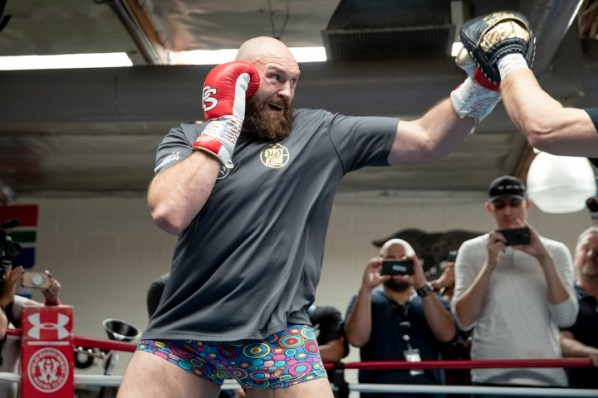 https://i0.wp.com/photo.boxingscene.com/uploads/tyson-fury%20(16)_1.jpg?w=598&ssl=1