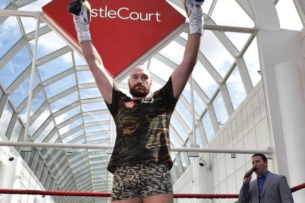 https://i0.wp.com/photo.boxingscene.com/uploads/tyson-fury-6.jpg?w=598&ssl=1