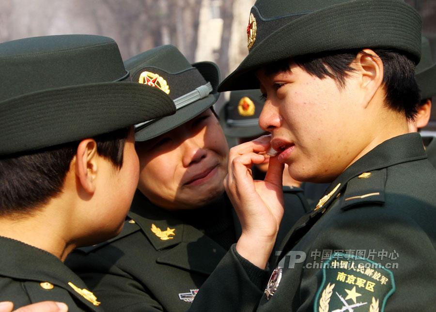 南京軍區某裝甲旅600多名新兵奔赴新崗位