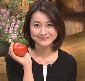 【GIF有】小川彩佳アナ スカート捲れて陰毛透けのパンチラ&エロ過ぎる横乳おっぱいと擬似フェラ