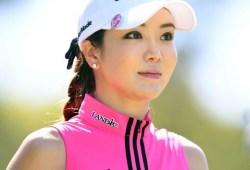 日本デビューした女子プロゴルファーのアン・シネ 超ミニスカ&おっぱいエロ過ぎワロタw