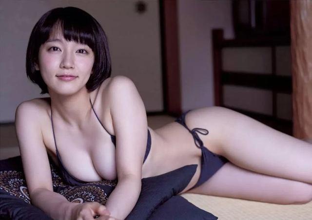 吉岡里帆のポチってるキャプ画像が出回るwプックラ果実の乳首が丸わかり!?5