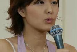 中村仁美アナ キツめの性格を裏腹にガバガバな胸元からの貧乳おっぱい、お股ユルめのパンチラお宝キャプ