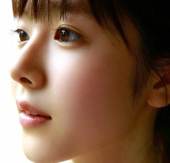TMK(透明感)ヤバすぎる清純派女優・唐田えりか 胸の谷間がエロいグラビア画像