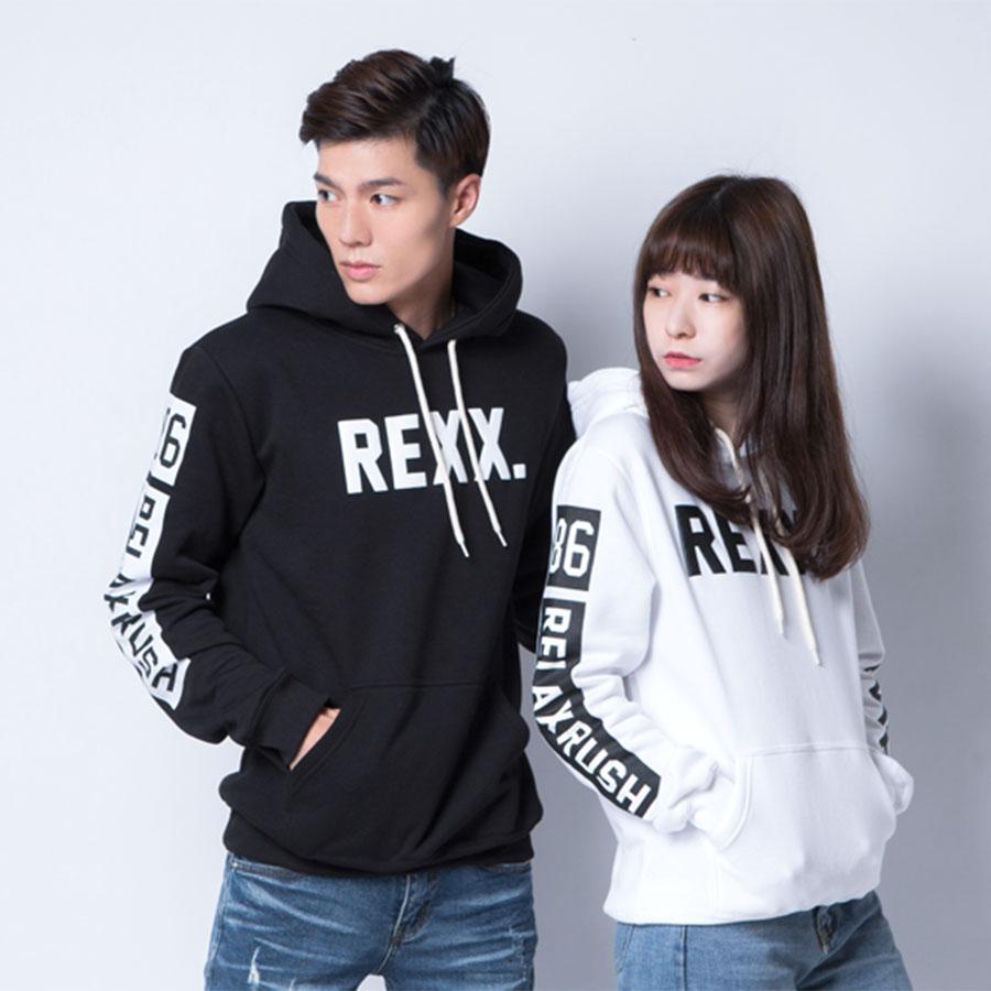 【季末出清】RELAX.雙臂撞色英文刷毛連帽T - HITO本舖
