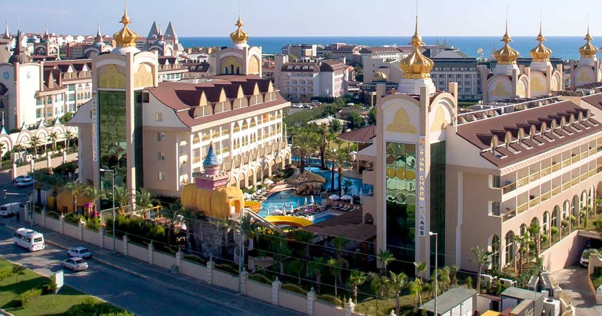 Hotel Hotel Side Crown Charm Palace Side Side Booking And