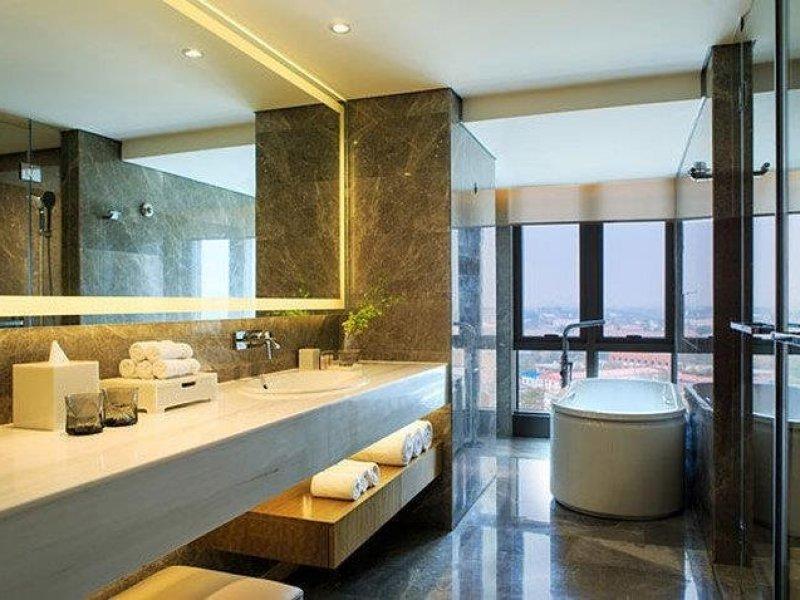 Renaissance Beijing Wangfujing Hotel - Bathroom