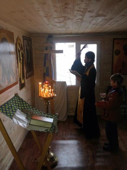 4 - чин освящения Креста в часовне свв. Петра и Февронии