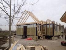 3 - возводим крышу и обшиваем стены храма