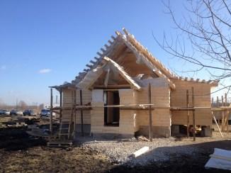 10 - возводим крышу и обшиваем стены храма