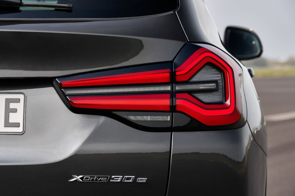 BMW X3 and BMW X4 LCI 2022 version launched 8