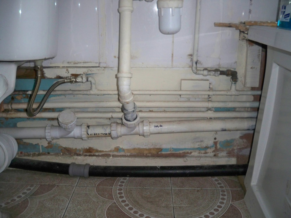 Loose Toilet seat and covering Pipe covering  Handyman
