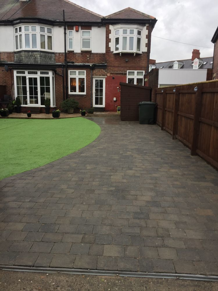 Traditional landscapes 100 Feedback Driveway Specialist