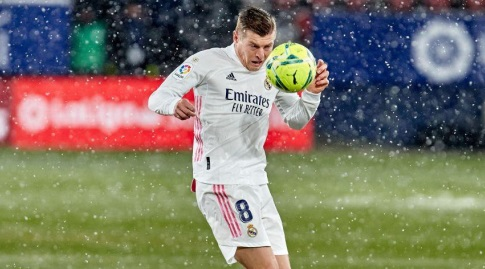 Tony Cross in the snow (La Liga)
