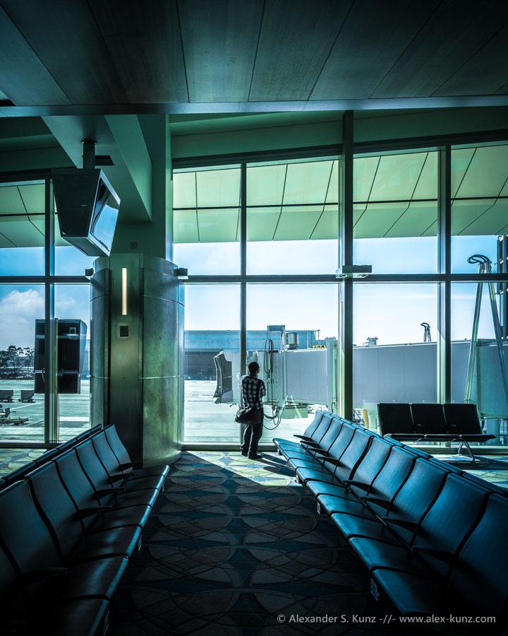 Waiting at the Tom Bradley International Terminal, Los Angeles Airport (LAX). (C) Alexander S. Kunz