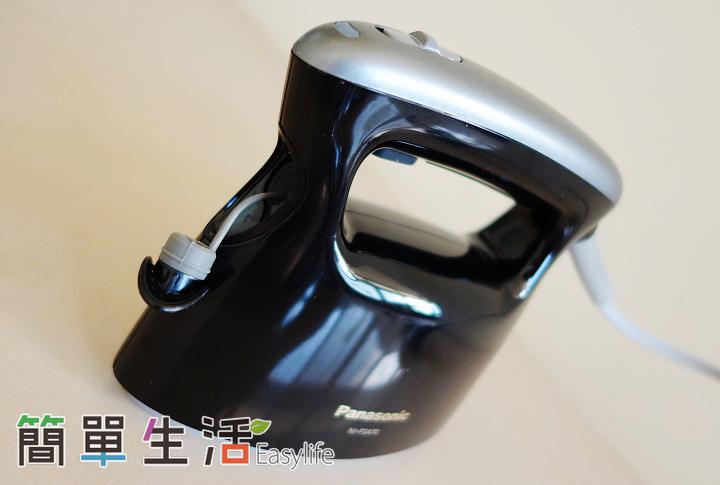 [日本家電推薦] Panasonic NI-FS470 價格實在高評價手持掛燙兩用蒸氣熨斗開箱文 - 簡單生活Easylife