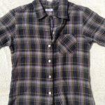 落ち着いた色合いの半袖シャツレディース1
