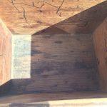 昔ながらの木箱内側
