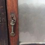 戸車付き縦長ガラス戸鍵