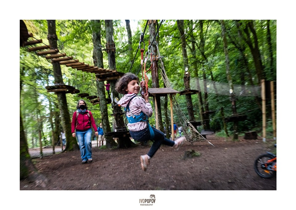 Family photo session in adventure park in the Gaillands, Chamonix