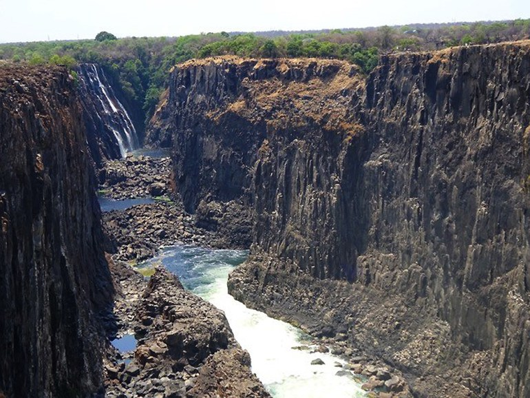 Zambia-side-Dry-VIc-Falls-saadj