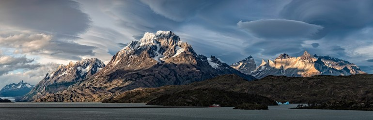 46-Late-afternoon-over-the-Torres-del-Paine-massif-with-lenticular-clouds-crop