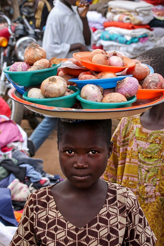girl in market Dassa Benin
