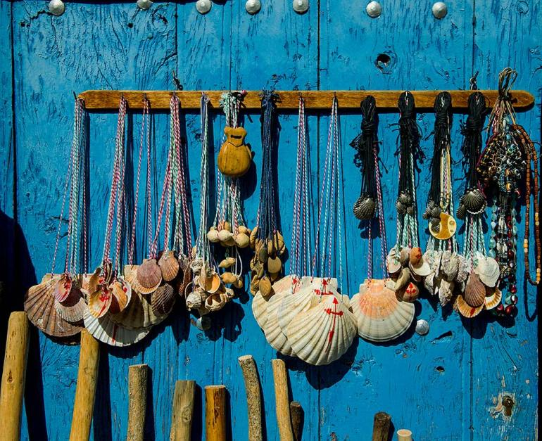 scallop shells in spain camino de santiago