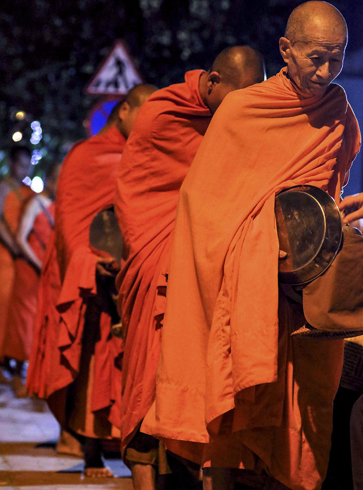 alms giving in indochine