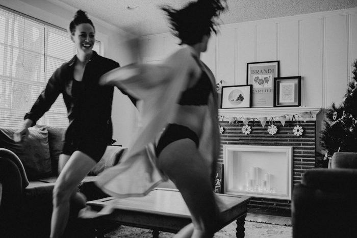 jumping couple movement photo