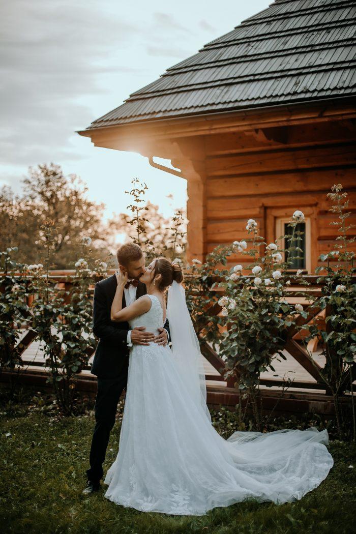 wedding couple kiss in garden
