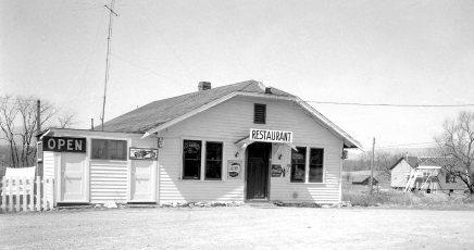 Kipp's Tavern formerly Rays Roadside Rest Rt 9G 1955 (1)