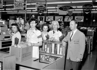 Grand Union staff Union St. Hudson 1964