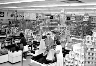 Jamesway Discount Foods Store Rt. 9 Greenport 1964 (3)