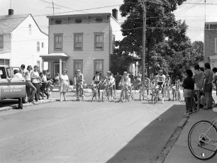 Dept. of Youth 50 Lap Bicycle Race 3rd & State St. Hudson 1976 (1)