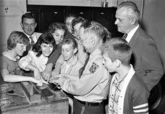 Sheriff Dewey Lawrence hosts student tour Col. Cty. Jail 1957 (2)