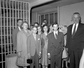 Students on tour of Col. Cty. Jail by Sheriff D. Lawrence 1956 (2)