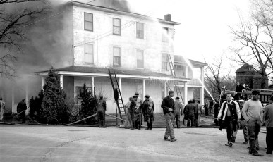 Clermont Fire Burton Fraleigh's apartment house Apr. 1960 (2)