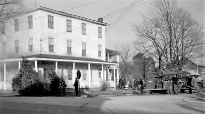 Clermont Fire Burton Fraleigh's apartment house Apr. 1960 (4)